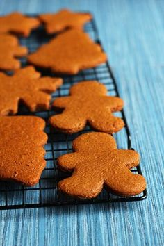 Perfecto Vegan Gingerbread Cookies - Estos son realmente PERFECTAS galletas de jengibre veganos!  La masa lanza como un sueño, que están perfectamente condimentadas, y no demasiado dulce.  Si se prefiere el pan de jengibre suave y duro o quebradizo y ágil, esta es la receta para usted!  - Ilovevegan.com #vegan #gingerbread