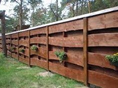 Ogrodzenia drewniane z desek nieobrzynanych