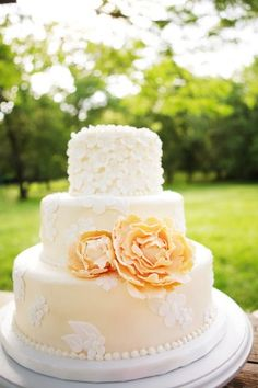 yellow weddings, peach weddings, peach cake, cake truffles, vintage cakes, yellow cakes, white wedding cakes, blues, garden weddings
