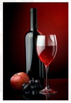 Baked apples with red wine make a luxurious snack or elegant easy desserts. Art Du Vin, Mode Poster, Healthy Gourmet, Pinot Noir Wine, Wine Gift Baskets, Basket Gift, Red Wine Glasses, Wine Deals, Wine Art