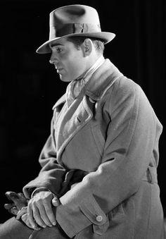 williamclarkgable:  Clark Gable, 1931   old. money.