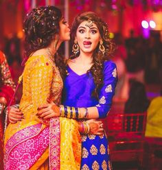 bridal photography poses For all the brides of today, these trending bridal poses will make sure that you are captured beautifully in your elegant bridal ensemble. Bridal Poses, Bridal Portraits, Pakistani Bridal, Indian Bridal, Pakistani Outfits, Indian Outfits, Bollywood Stars, Estilo India, Patiala Salwar