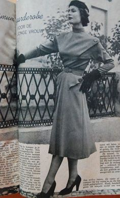dress with buttoned details, Beatrijs 1951
