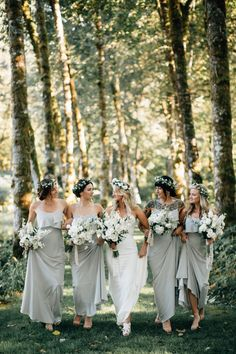 This gorgeous forest wedding in Oregon features some breathtaking details! From the romantic canoe ride for the bride and groom, to the stunning lake front nuptials it's a must-see day!