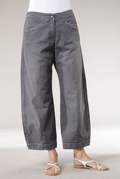 how to make japanese farm pants Sewing Pants, Sewing Clothes, Boho Fashion, Fashion Outfits, Womens Fashion, December Outfits, Spirit Clothing, Pantalon Large, Moda Chic