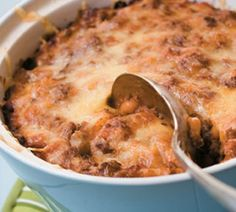 """Cowboy Casserole"" - this is so good, cheap and easy to make, especially as a bit of comfort food in winter. Cheese Bake Recipes, Casserole Recipes, Beef Recipes, Cooking Recipes, Healthy Recipes, Healthy Food, Simple Recipes, Yummy Recipes, Dinner Recipes"