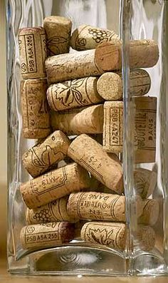 Home Decorating: Wine Corks in a decorative Vase. Starting to really like this idea.going to get a vase and start keeping my corks too! Cork Crafts, Diy Crafts, Bordeaux, Traditional Dining Tables, Wine Vineyards, Rustic Shabby Chic, Bacchus, Old Wood, Vases Decor