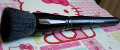 Pinceau poudre et blush (#84003) http://www.eyeslipsface.fr/produit-beaute/pinceau-poudre-et-blush