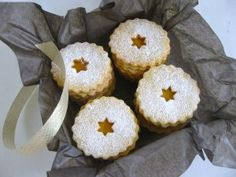 butter biscuits for gift Sweets Recipes, Desserts, Biscuit Cookies, Doughnut, Biscuits, Muffin, Merry, Chocolate, Gifts