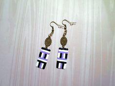 551 - Boucles d'oreilles, motif ethnique, violet, noir, blanc, bronze - Perles mini : Boucles d'oreille par tout-en-boucles