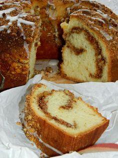 Ciasta drożdżowe są najbliższe mojemu sercu i...żołądkowi. To ciasto pokonało wszystkie inne. Genialnie sprawdza się jako dodatek do p...