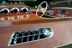 Le bateau bois au moteur de BMW 507