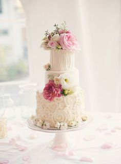 Wedding cake idea; photo: Melissa Gidney Photography