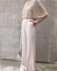 Elie Saab- mother of the bride look. Elie Saab- mother of the bride look. Muslim Fashion, Modest Fashion, Hijab Fashion, Fashion Dresses, Fashion Pants, Mode Abaya, Estilo Fashion, Bride Look, Mode Inspiration