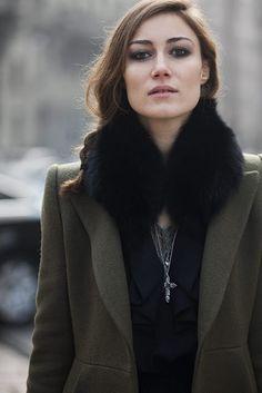 so Parisian, love the smoky eyes!