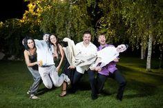 ¡LOVE IT! Las figuras gigantes de los novios en cartón para el photocall de la boda {Foto, Victor Lax} #photobooth #bodas #wedding #spain