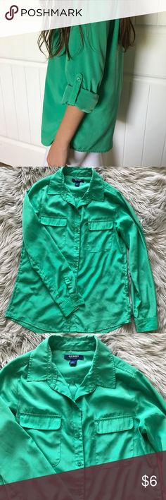 Old Navy shirt Old Navy button up shirt with roll up sleeves. Comes in size S. Has 2 front flap pockets. 100% polyester but feels very silky Old Navy Tops