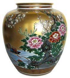 Japanese Kutani porcelain hand painted round vase, 1950's., Showa period. The Japanese Fine Art and Kimono Online Shop. Japanese Antiquity Online.