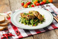 Ceafa de porc cu verdeturi si fasole verde la slow cooker Crock-Pot L Slow Cooking, Broccoli, Crockpot, Cooker, Vegetables, Green, Pork, Vegetable Recipes, Veggie Food