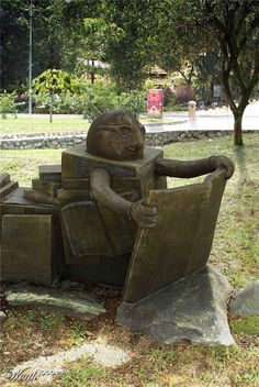 Reading statue