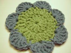 Yksinkertainen virkattu kukka sopii koristeeksi huiviin, pipoon, lapaseen, paitaan tai sukanvarteen sellaisenaan. Aiemmin tässä blogissa esi... Winter Hats, Crochet Hats, Embroidery, Sewing, Knitting, Knitting Hats, Needlepoint, Dressmaking, Couture