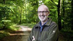 FOTO:Skrivno življenje dreves še vedno buri duhove v Nemčiji Mein Revier, Peter Wohlleben, Raincoat, Athletic, Books, Jackets, Earth, Nature, Fashion