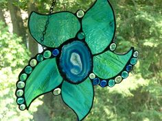 Love the Agate slice for the center Stained Glass Flowers, Stained Glass Art, Stained Glass Projects, Stained Glass Patterns, Brazilian Agate, Mosaic Madness, Mosaic Pieces, Stained Glass Suncatchers, My Glass