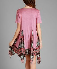 A beautiful contrast-printed handkerchief hem gives this tunic a flowy fit for abundant glam.