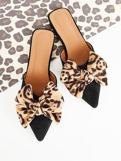 SHEIN offers Bow Tie Suede Flat Mules & more to fit your fashionable needs. Cute Shoes, Me Too Shoes, Mule Plate, Women's Fashion Leggings, Nursing Shoes, Loafer Mules, Loafers, Suede Flats, Mode Outfits