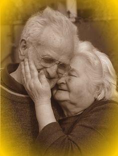 Aos avós de ontem, de hoje e de sempre.
