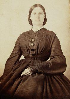 ANTIQUE CIVIL WAR ERA CDV PHOTO LOVELY YOUNG NANE TRICE PAYNE IN NICE HOOP DRESS