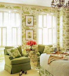 Green and cream toile bedroom, chandelier - Anne Coyle
