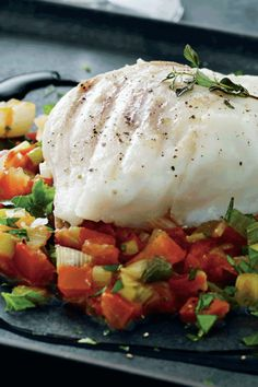 Bagt torsk på grøn bund | femina.dk Danish Food, How To Cook Fish, Fish And Seafood, Tapas, Danish Recipes, Low Carb, Cooking Fish, Vegan, Vegetables