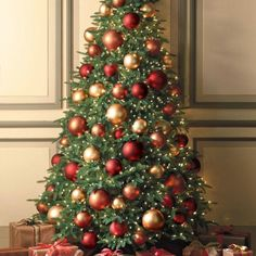 Ideas For Green Christmas Tree Decorations Ideas Xmas Flat Back Christmas Tree, Red And Gold Christmas Tree, Christmas Tree Design, Beautiful Christmas Trees, Colorful Christmas Tree, Christmas Tree Colored Lights, Gold Christmas Ornaments, Christmas Tree Decorations, Xmas Trees