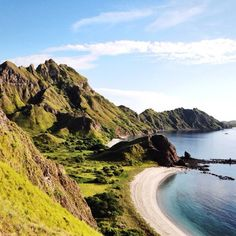 Lokasi/location: Pulau Padar, Flores, NTT . Padar Island, Flores, East Nusa Tenggara . Credits to: @davidrockyb  . Go check it out