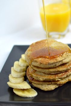 Need a healthy, vegan, gluten-free breakfast? These pancakes are the perfect option! Such a simple recipe, and the pancakes taste like banana bread! Banana Oat Pancakes, Banana Oats, Banana Bread, Fixate Recipes, Vegan Recipes, Cooking Recipes, Vegan Meals, Breakfast For Kids, Breakfast Recipes