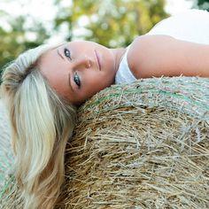 Senior girl pose with hay bale! Sabrina Walsh Photography
