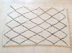 AZILAL 7'4x4'8Vintage Moroccan Rug. Wool by theboucherouiteshop