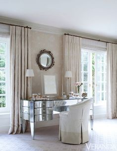 Interesting curtain heading - looks like double pleats without the 'pinch'.