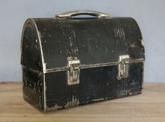 My dad had a lunchbox just like this...brings back the memories.