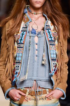 Beautiful fringed jacket with embroidered detail - Etro at Milan Spring 2015 Pair a nice fringed up jacket with your fave boho patterns for a look that is truly native Hippie Style, Hippie Mode, Ethno Style, Bohemian Mode, Gypsy Style, Boho Gypsy, Hippie Chic, Bohemian Style, My Style