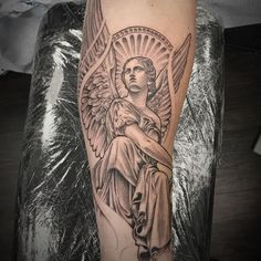 Fascinating Angel Tattoos Ideas For Women – Most of us would want to get an angel tattoo in order to let the people know who we really are. By getting this tattoo, we are letting the people know… Angel Sleeve Tattoo, Angel Tattoo Men, Sleeve Tattoos, Statue Tattoo, Forearm Sleeve, Forearm Tattoo Men, Tattoo Arm, Wing Tattoos, Tattos