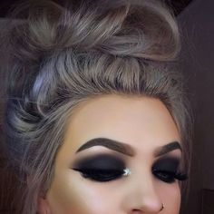 Eye Makeup Tips.Smokey Eye Makeup Tips - For a Catchy and Impressive Look Beauty Make-up, Beauty Hacks, Hair Beauty, Dark Makeup, Skin Makeup, Makeup Brushes, Dark Smokey Eye Makeup, Cute Makeup, Pretty Makeup