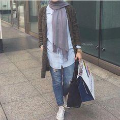 long cardigan in duster tones, Hijab trends Hijab Casual, Hijab Chic, Islamic Fashion, Muslim Fashion, Hijab Stile, Trendy Fashion, Fashion Outfits, Dress Fashion, Modele Hijab