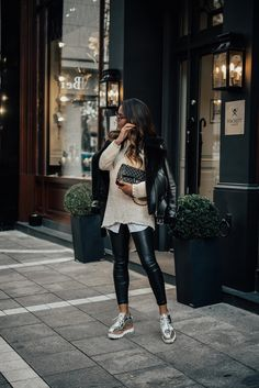 Oversized Sweater and Leather Pants - Mariah Schaefer - Trend Unisex Mode 2019 Fashion Pants, Look Fashion, Autumn Fashion, Fashion Dresses, Womens Fashion, Trendy Fashion, Fashion Black, Fashion Clothes, Fashion Backpack