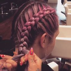 There are staining on which you can immediately say that you did them somewhere . There are staining on which you can immediately say that you did them somewhere on the outskirts and paid an indecently low amount. Latest Hair Color, Box Braids Hairstyles, Bangs Hairstyle, Braided Hairstyles Tutorials, Hairstyles 2018, Hairstyle Ideas, Braids For Long Hair, Hair Videos, Braid Styles