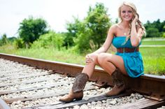 Like railroad pictures Country Senior Pictures, Male Senior Pictures, Senior Photos, Happy Photography, Senior Photography, Photography Ideas, Friend Photography, Picture Poses, Picture Ideas
