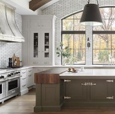 Just the inspiration we needed to get us to the weekend. Subway tile to the ceiling, butcher block in the island, latch hardware. too perfect for words! Love this design by Christopher Peacock, Kitchen Dining, Kitchen Island, Hickory Kitchen, Kitchen Facelift, Kitchen Hoods, Kitchen Hardware, Floor Colors, New Home Designs