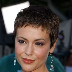 Must-See: Alyssa Milano Chopped Her Hair Into a Pixie! Alyssa Milano ReCreates Her Chic Charmed Pixi Short Curly Pixie, Pixie Cut With Bangs, Short Pixie Haircuts, Pixie Hairstyles, Pixie Cuts, Very Short Hair, Short Hair Cuts For Women, Short Hair Styles, Alyssa Milano Hair