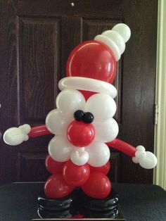 here is a closer look at Balloon Santa     hes watching